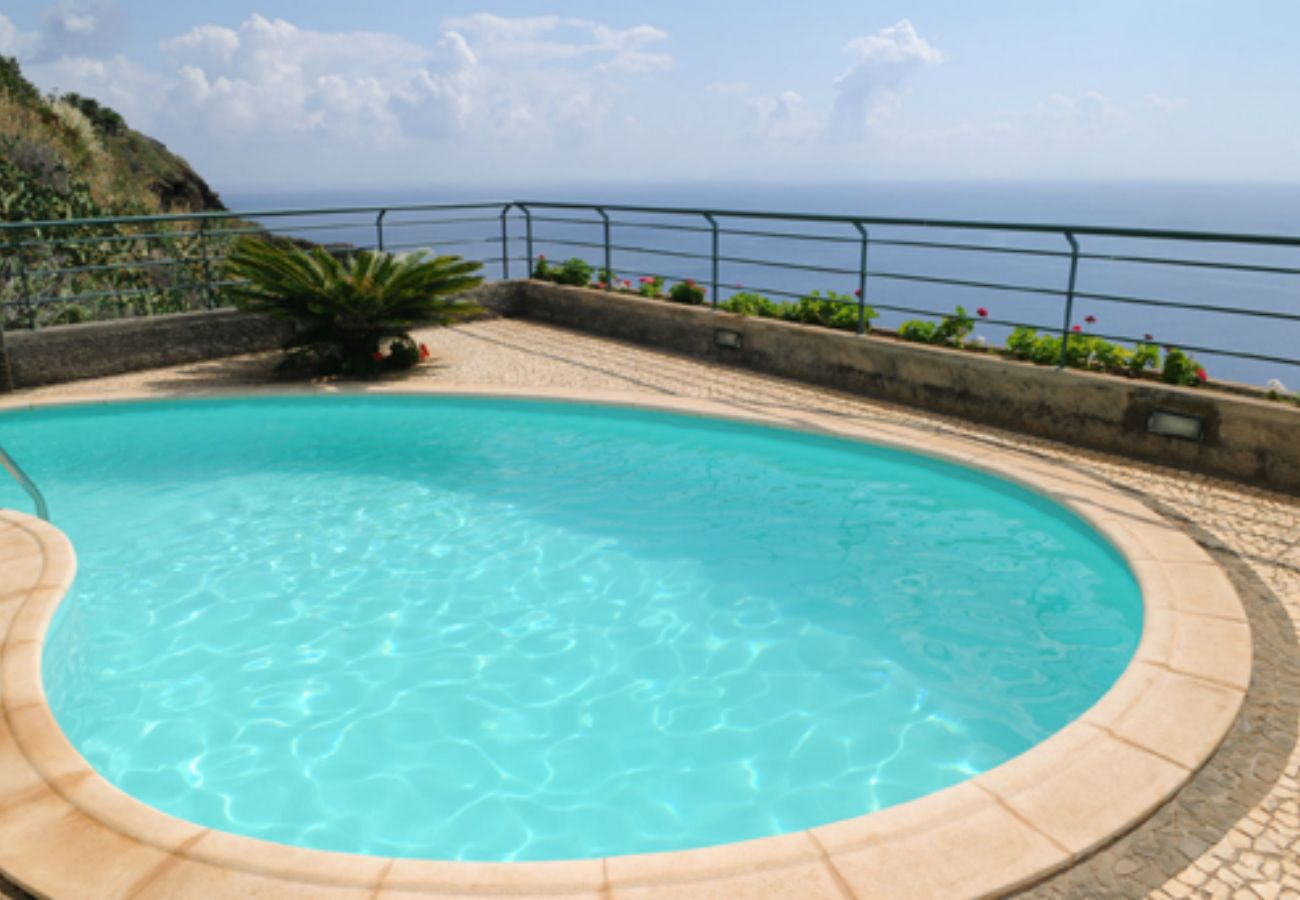 House in Caniço - House with pool, Madeira Island by iZiBookings
