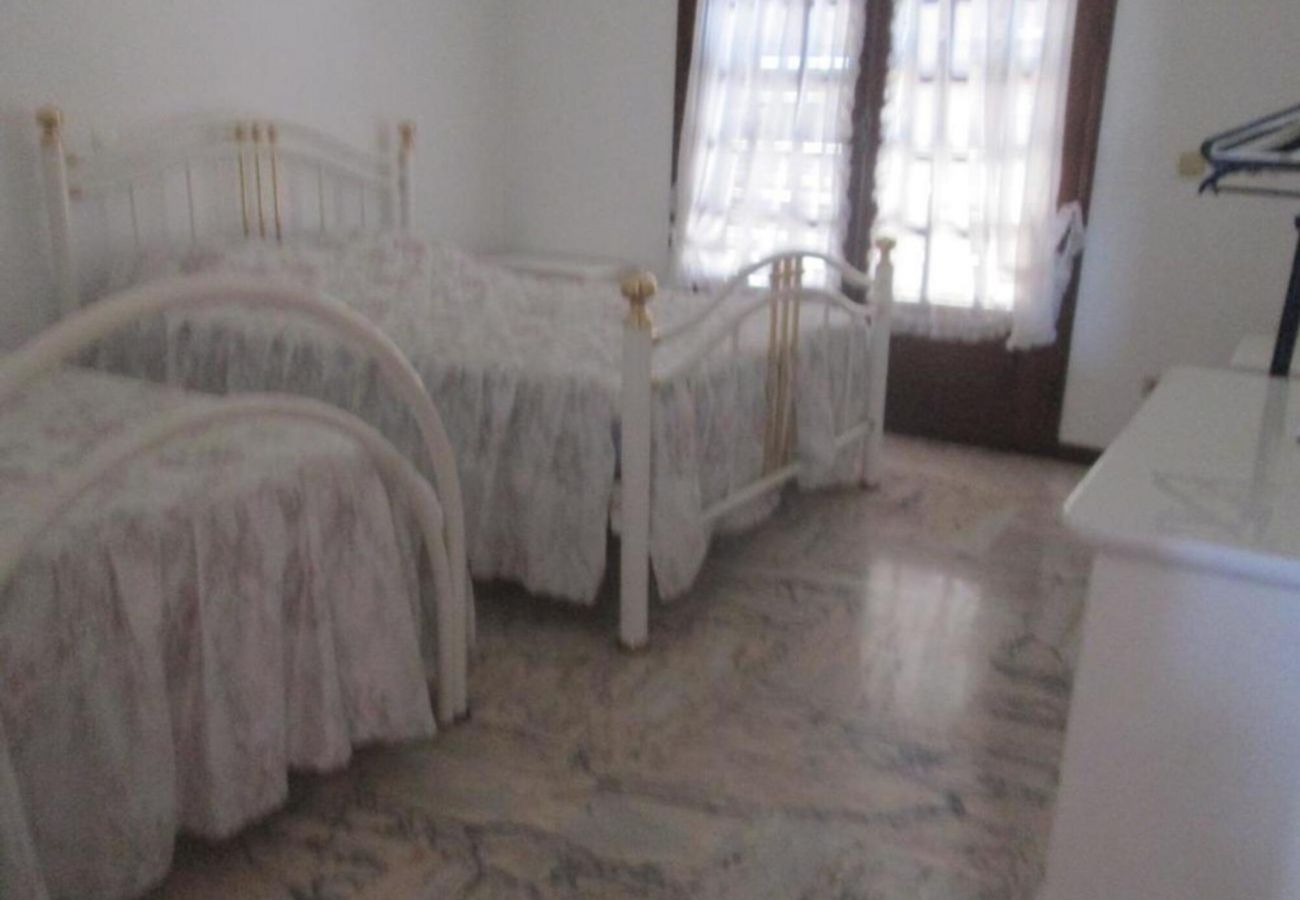 Rental house in Quarteira - room, by Izibookings