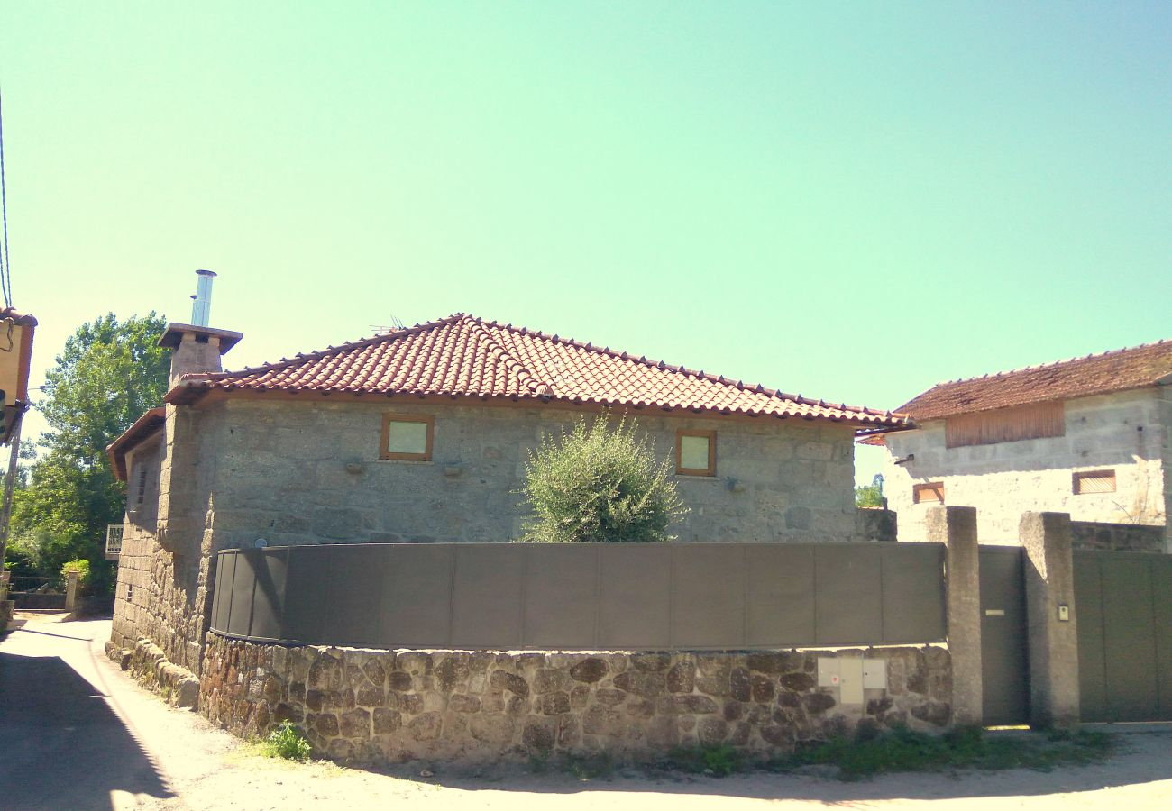 Cottage in Fafe - Studio with pool in Fafe by iZiBookings