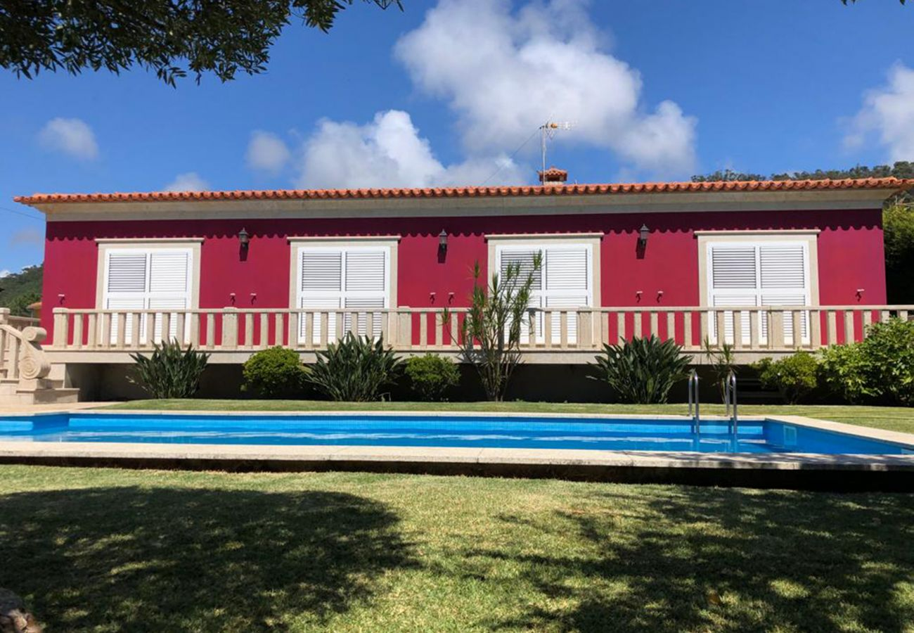House in Esposende - Villa with pool in Esposende, by iZiBookings