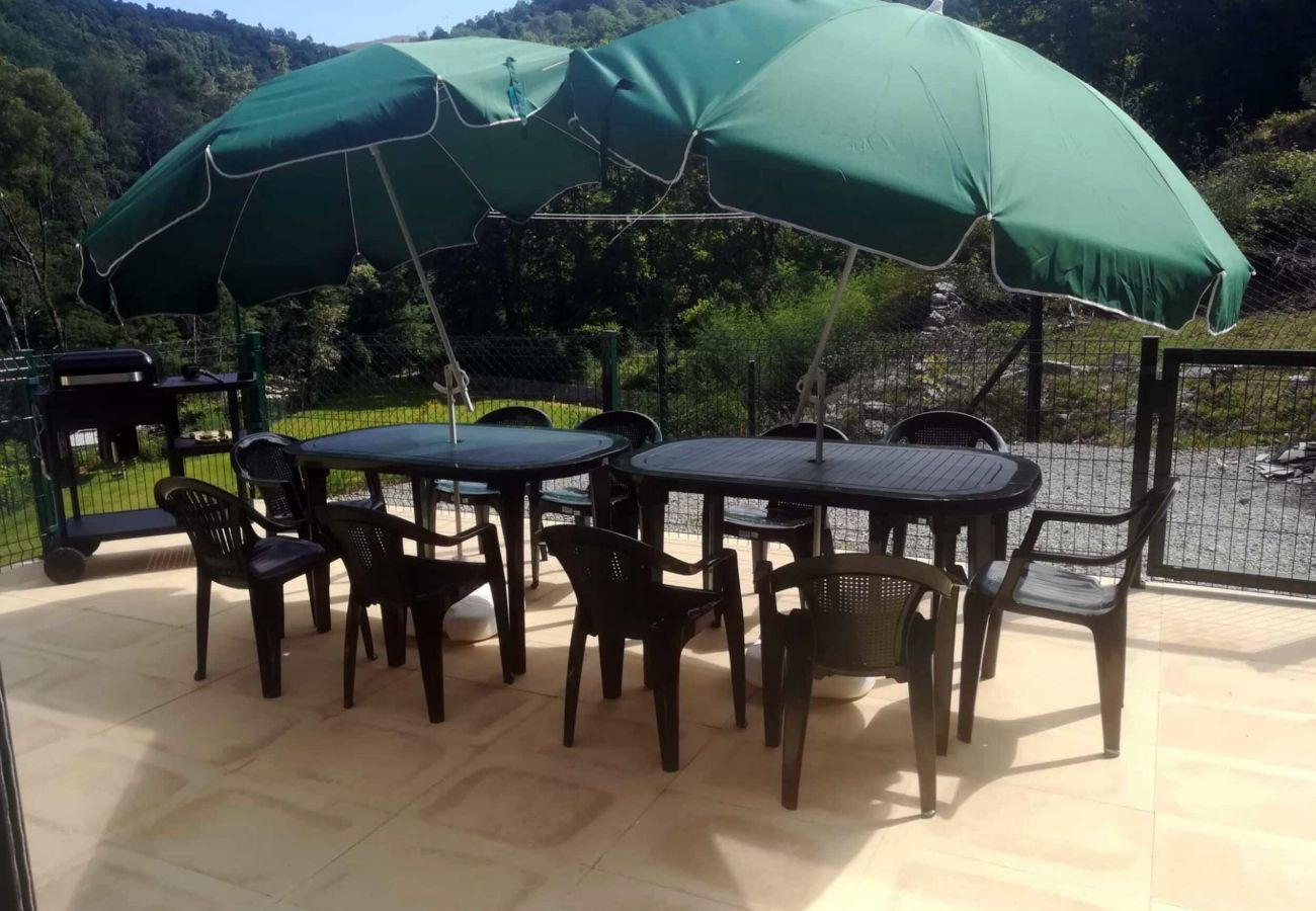 Villa in Vieira do Minho - Large villa with pool and river in Vieira do Minho by iZiBookings